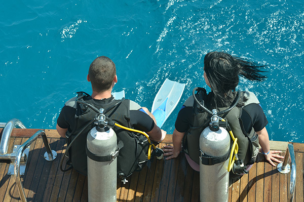 scuba-from-boat-deck
